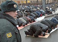 الصحوة الإسلامية.. مساجد موسكو لا تكفي روادها