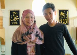 غالبا ما يمكن ملاقاة جمانة وأبنها في المسجد