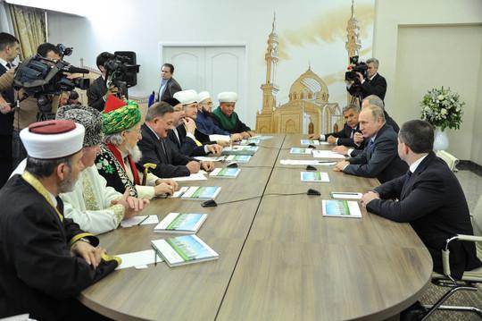 الرئيس الروسي : الإسلام جزء من ثقافة بلادنا ونسعى لإحياء تعاليمه