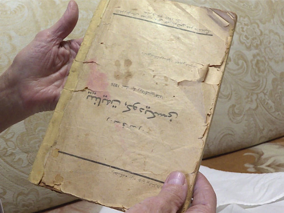 عائلة في  روسيا تناقلت كتاب شيوعي جيل بعد جيل على انه القرأن الكريم