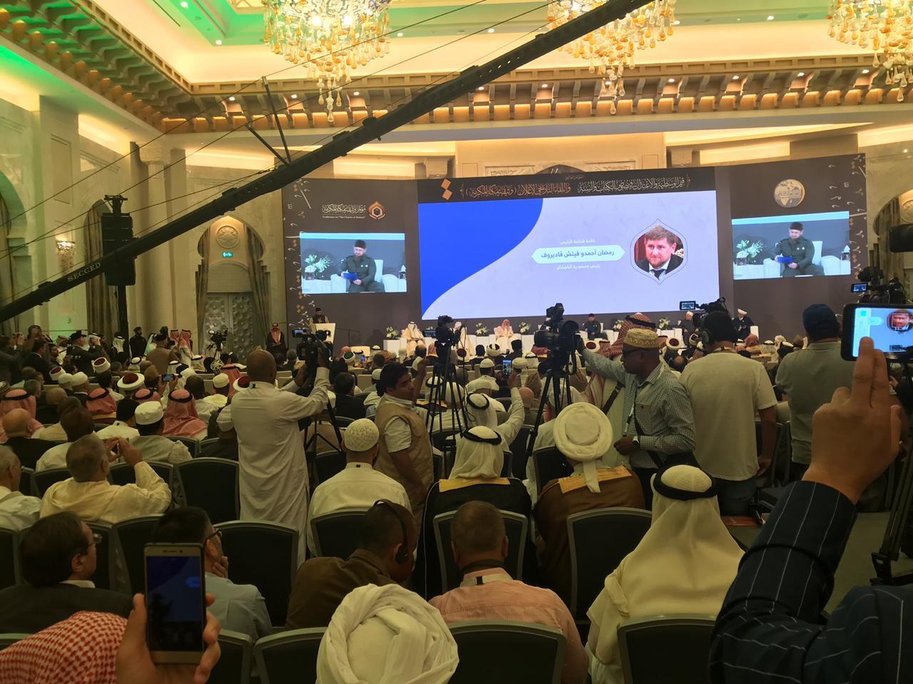 الحوار والنقاش دائر بين كبار علماء المسلمين للاعلان وثيقة مكة