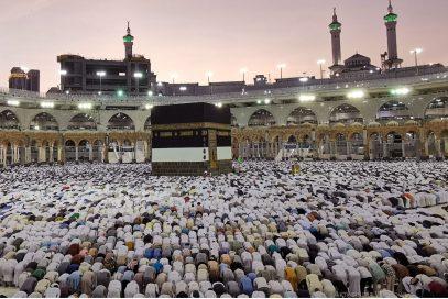 العلماء في العالم الاسلامي يؤيدون قرار الرياض تعليق العمرة